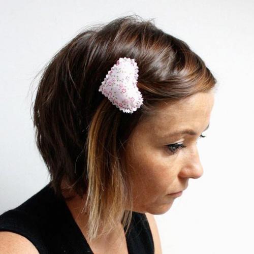 Pince cheveux rose pale à fleurs