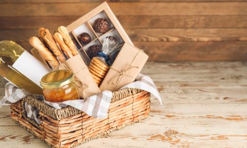 Offrir un cadeau qui a du sens à base de produits français : confitures, porc, chocolat au lait, figue, moutarde, sirop, chutney, jambon, foie gras entier...