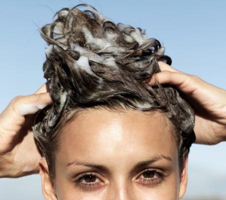 shampoing pour boucles stockyte via canva.com